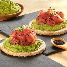 Rice Cake with Tuna and Guacamole