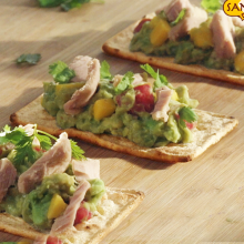 Salmas with tuna and guacamole